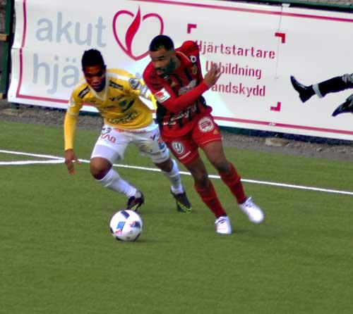 Alex Dyer var aktiv och är mycket nyttig i sitt smarta jobb för laget. Att  han är en bra målskytt det viste i varje fall fotbollz.se. 166699f534b92